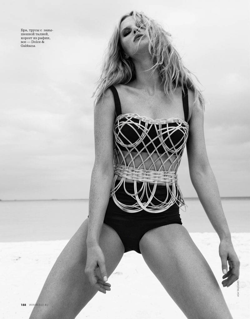 04 elle russia june13 bw anne v asa tallgard 800 Anne Vyalitsyna Sports Monochromatic Swim for Elle Russia by Asa Tallgard