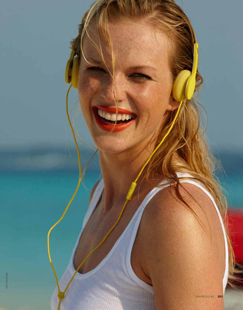Anne Vyalitsyna Hits The Beach For Elle Russia June 2013