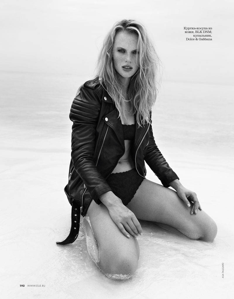 08 elle russia june13 bw anne v asa tallgard 800 Anne Vyalitsyna Sports Monochromatic Swim for Elle Russia by Asa Tallgard