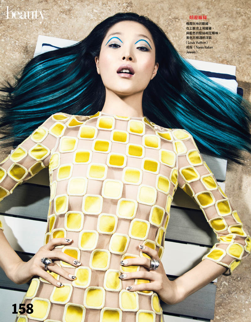 VG201 P158 159 Sung Hee Kim Dons Blue Hues for Vogue Taiwan June 2013 by Yossi Michaeli