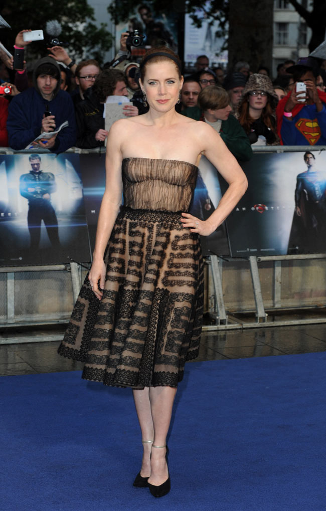 amy adams valentino3 Amy Adams Dons Valentino at The Man of Steel London Premiere