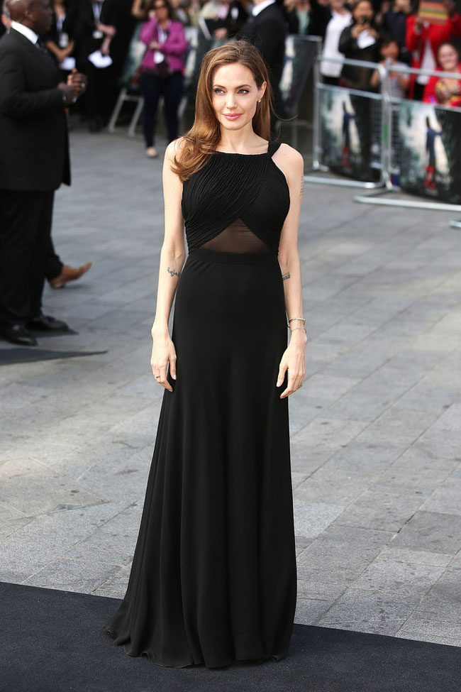 angelina jolie saint laurent2 Angelina Jolie Wears Saint Laurent to the World War Z London Premiere