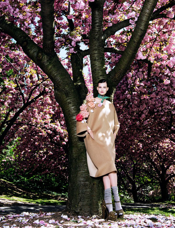 bette franke pink12 Bette Franke is Pretty in Pink for Vogue Japan August 2013 by Sharif Hamza