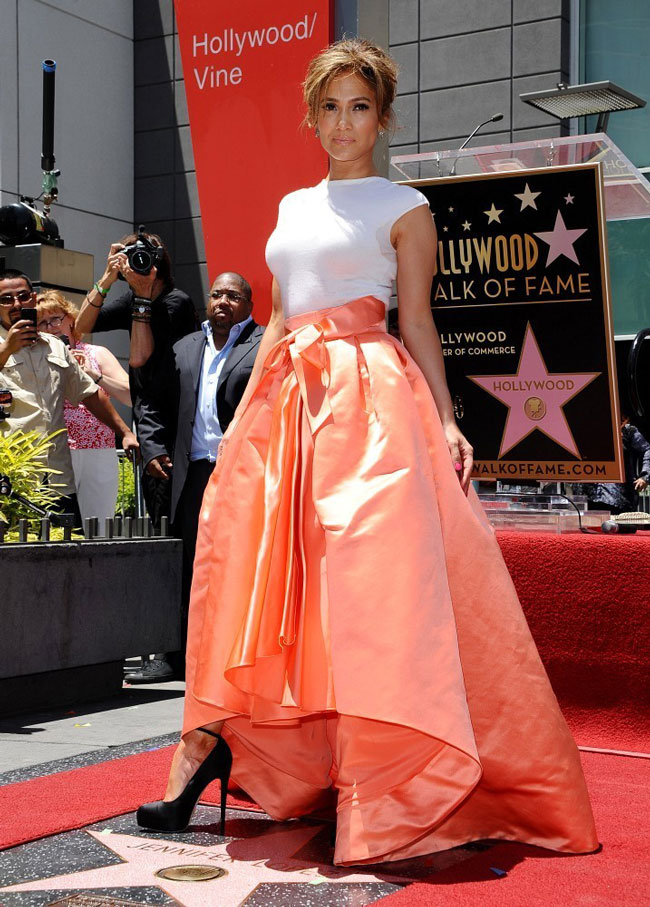 jennifer lopez dior1 Jennifer Lopez Dons Dior at Hollywood Walk of Fame Star Ceremony