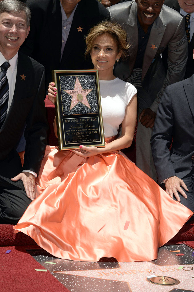 jennifer lopez dior4 Jennifer Lopez Dons Dior at Hollywood Walk of Fame Star Ceremony
