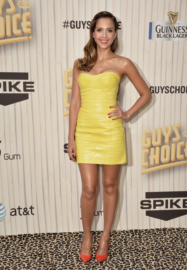 jessica alba versace1 Jessica Alba Wears Atelier Versace at Spike TV's Guys Choice Awards 2013