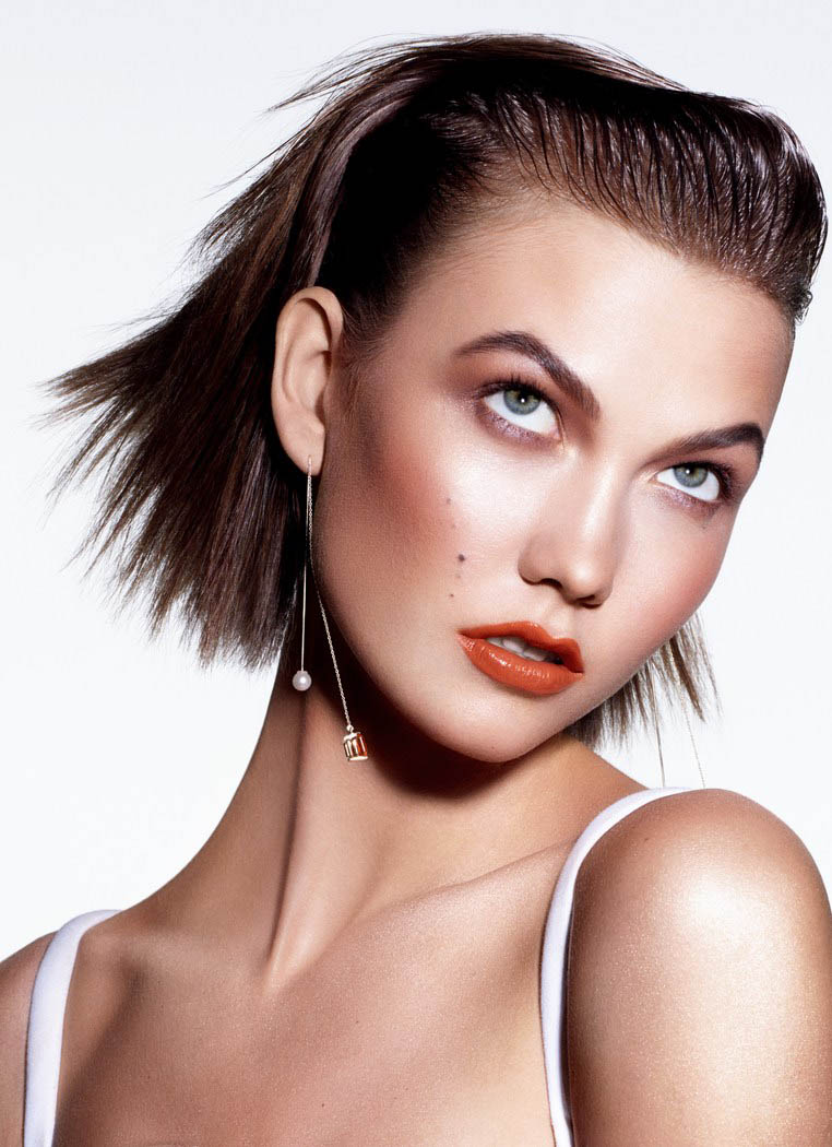 kloss beauty sunday times3 Karlie Kloss Models Summer Beauty for The Sunday Times Style