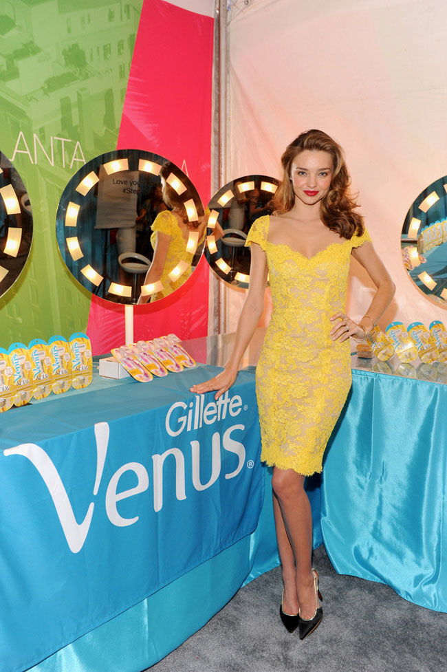 reem acra miranda2 Miranda Kerr is a Knockout in Reem Acra for the Gillette Venus Promo Tour