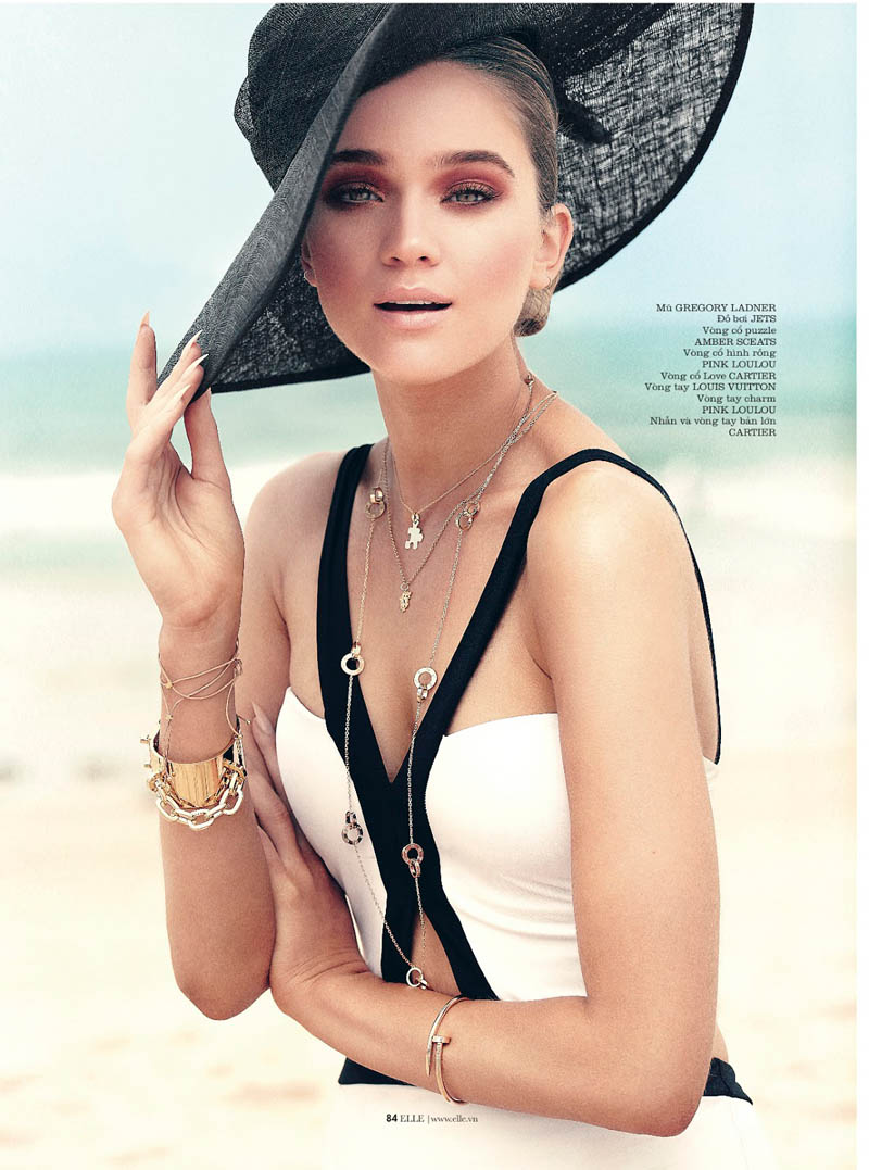 rosie tupper elle3 Rosie Tupper Poses on Australias Bondi Beach for Elle Vietnam June 2013