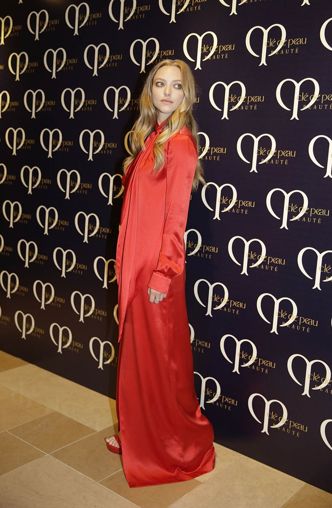 seyfried givenchy red1 Amanda Seyfried Wears Givenchy at Shiseidos Clé de Peau Beauté Dinner