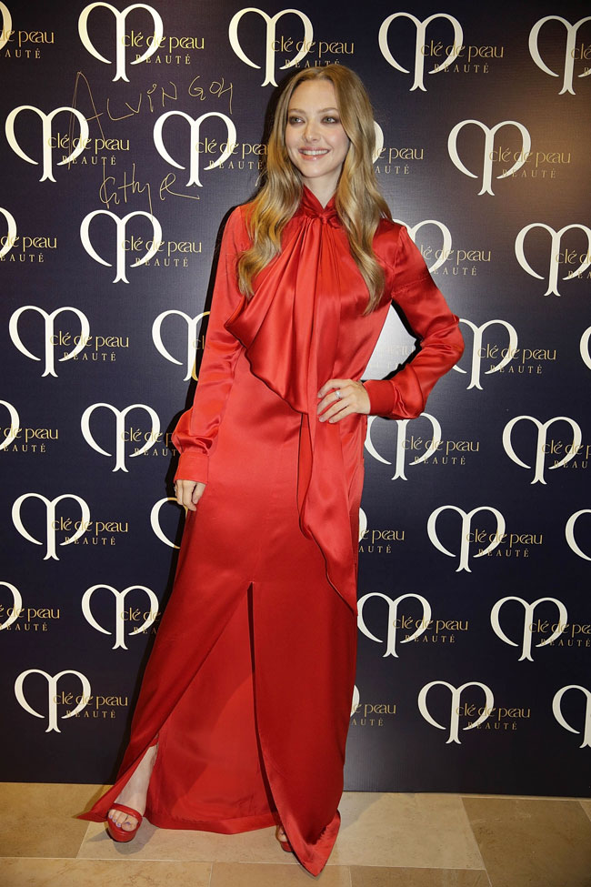 seyfried givenchy red2 Amanda Seyfried Wears Givenchy at Shiseidos Clé de Peau Beauté Dinner