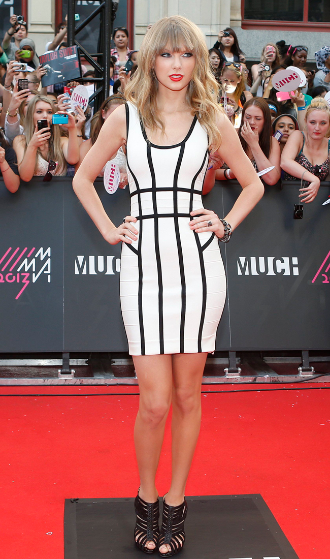 taylor swift herve leger1 Taylor Swift Rocks Herve Leger at the 2013 MuchMusic Awards
