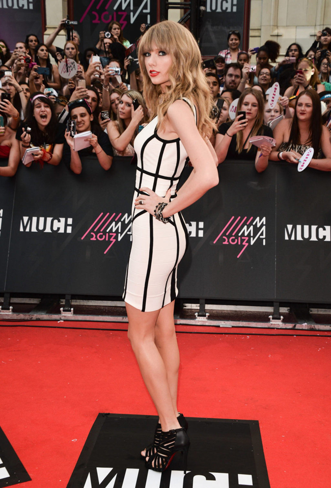 taylor swift herve leger2 Taylor Swift Rocks Herve Leger at the 2013 MuchMusic Awards