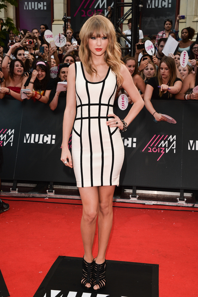 taylor swift herve leger3 Taylor Swift Rocks Herve Leger at the 2013 MuchMusic Awards