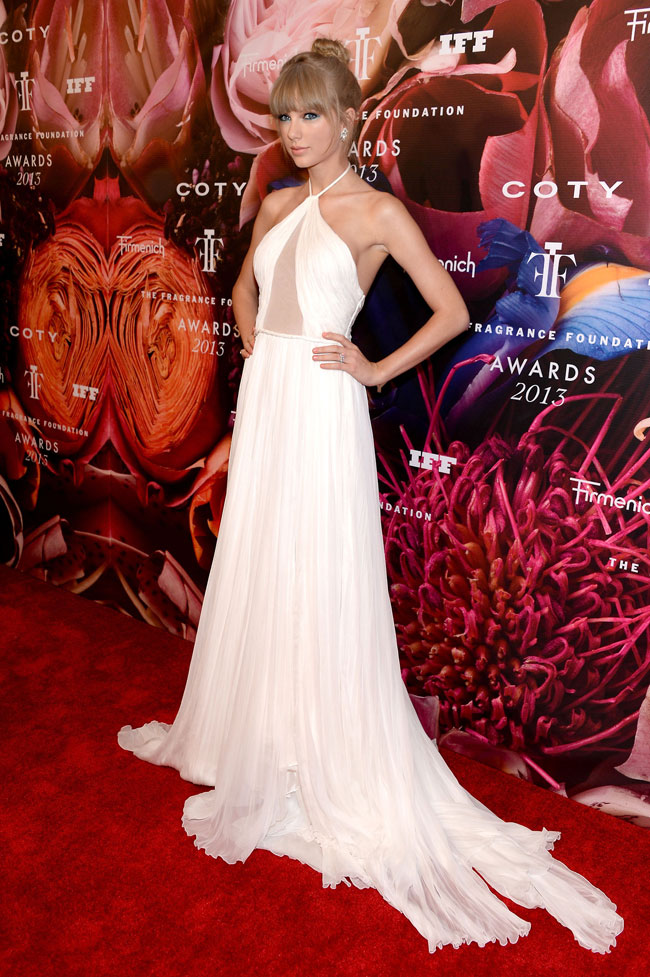 taylor swift pucci1 Taylor Swift Wears Emilio Pucci at the 2013 FiFi Awards