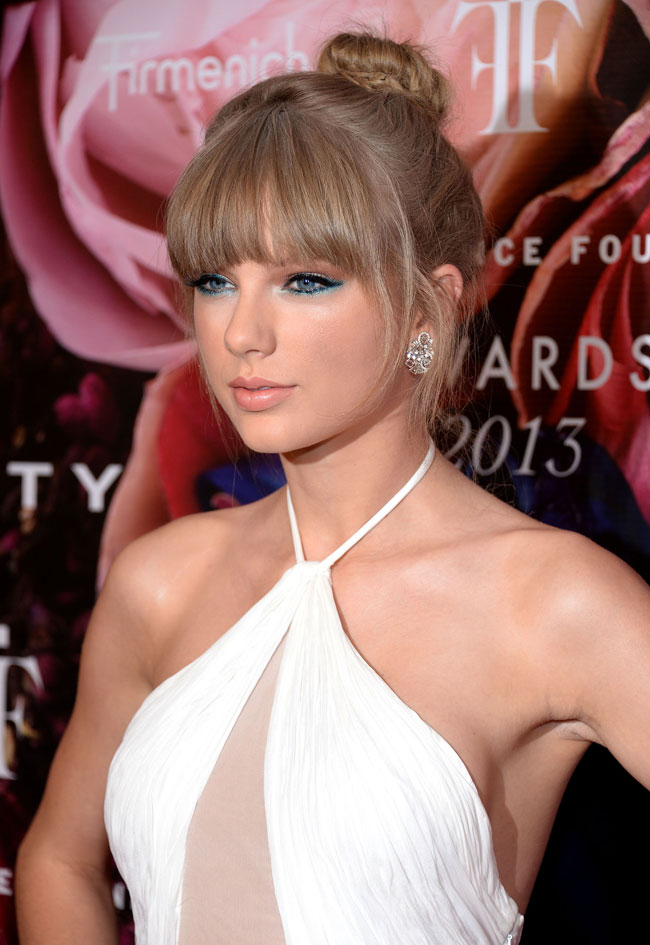 taylor swift pucci3 Taylor Swift Wears Emilio Pucci at the 2013 FiFi Awards