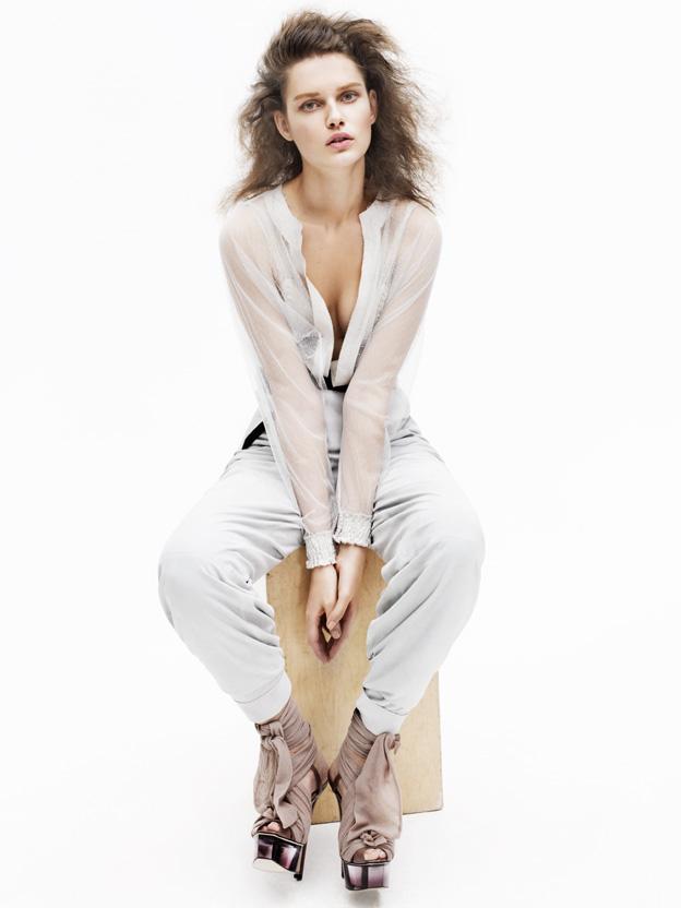 Giedre Dukauskaite by John Lindquist | Vogue Turkey March 2010