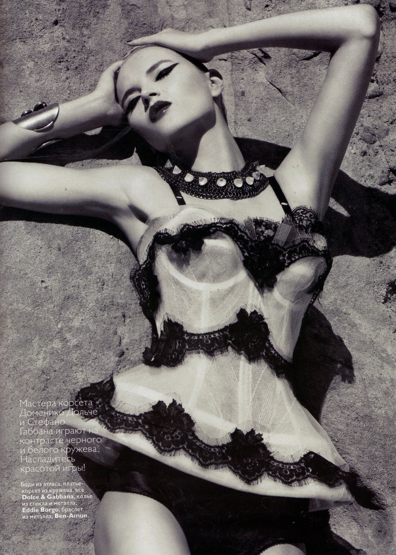 Anabela Belikova & Lula Makaganchuck by Tom Munro | Vogue Russia May 2010