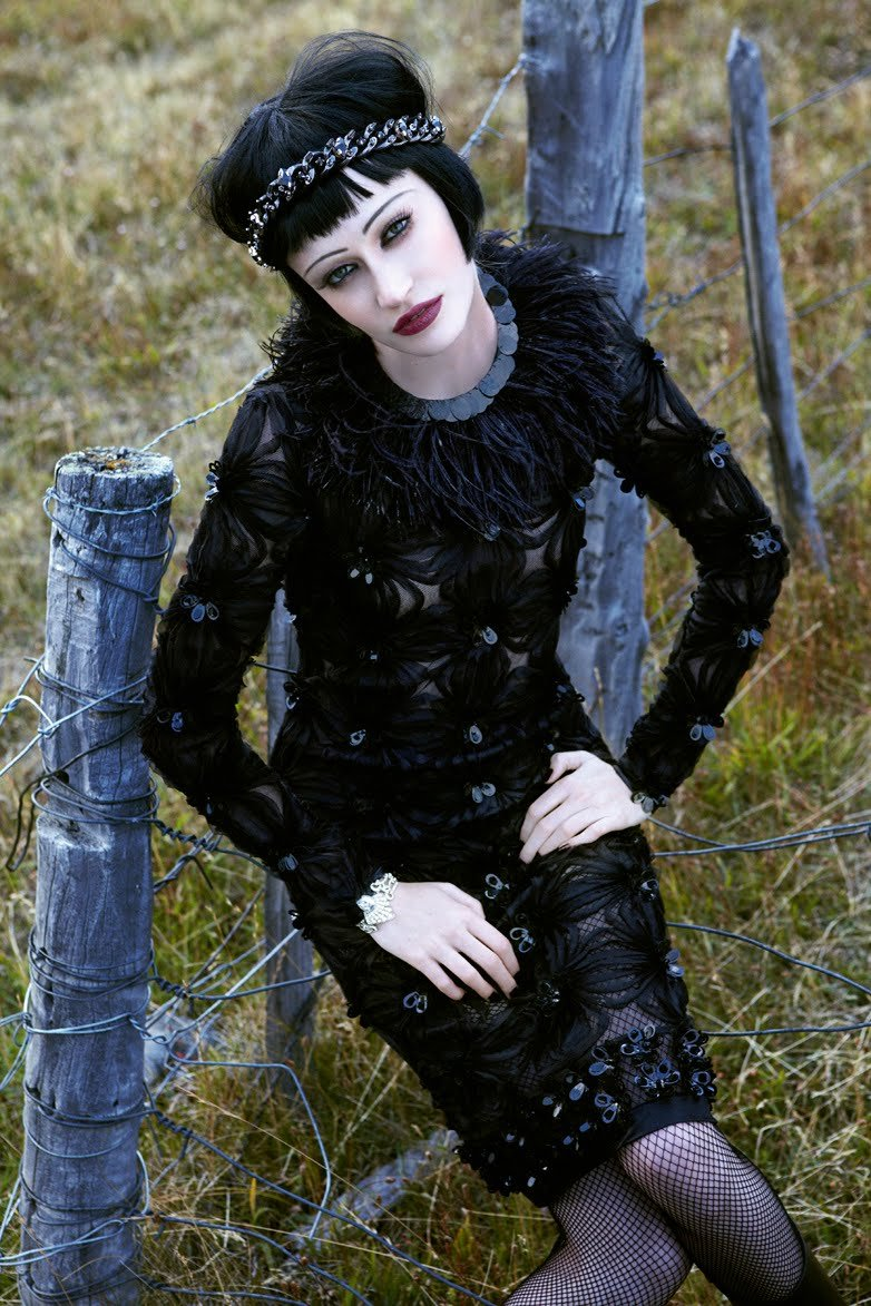 Viviane Orth by Fabio Bartelt for Elle Brazil May 2010