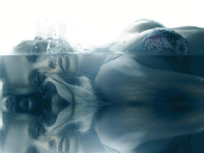 Morning Beauty | Carolyn Murphy by Steven Meisel