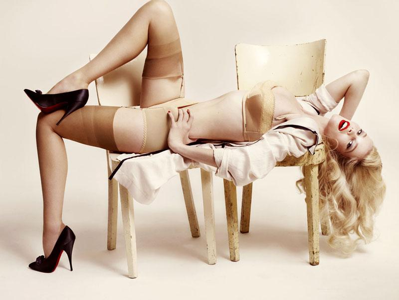 Morning Beauty | Claudia Schiffer by Mario Testino