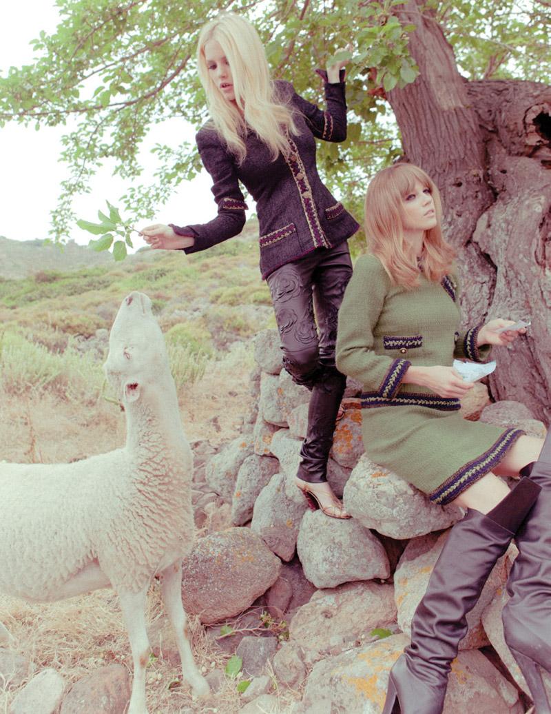 Ashley Smith & Masha Novoselova by Ahmet Polat for Vogue Turkey