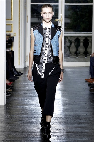 Balenciaga Spring 2011 | Paris Fashion Week