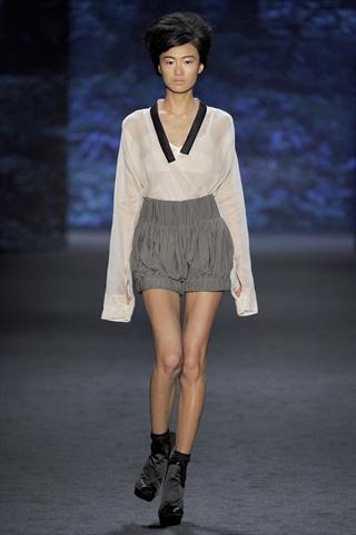 Vera Wang Spring 2011 | New York Fashion Week