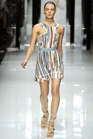 Versace Spring 2011   Milan Fashion Week