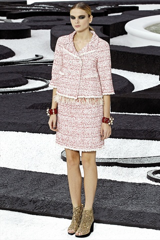 Chanel Spring 2011 | Paris Fashion Week