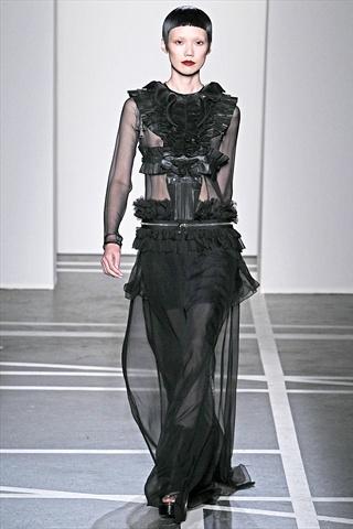 Givenchy Spring 2011   Paris Fashion Week