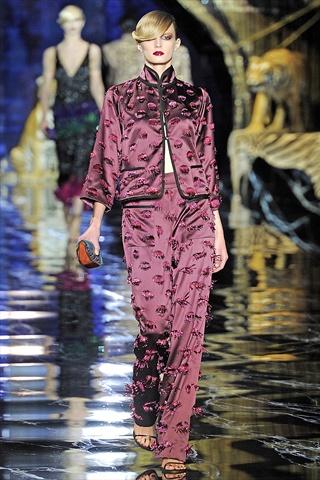Louis Vuitton Spring 2011 | Paris Fashion Week