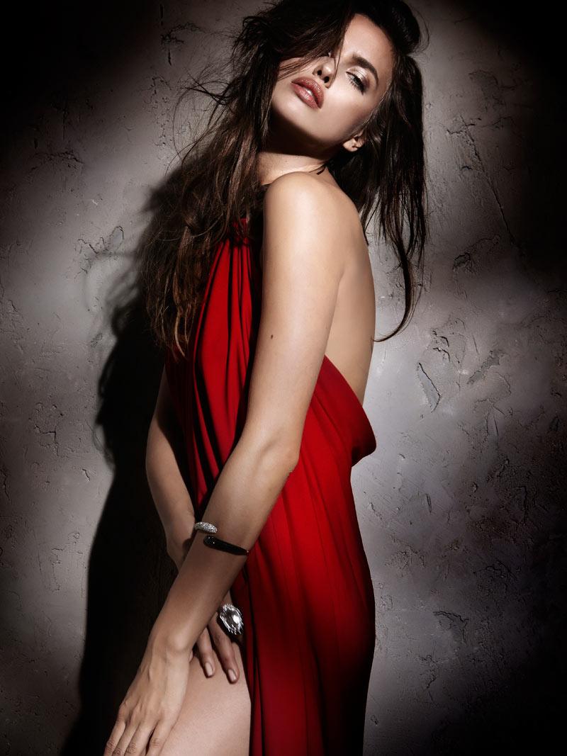 Irina Shayk by Santiago Esteban for Elle Spain December 2011