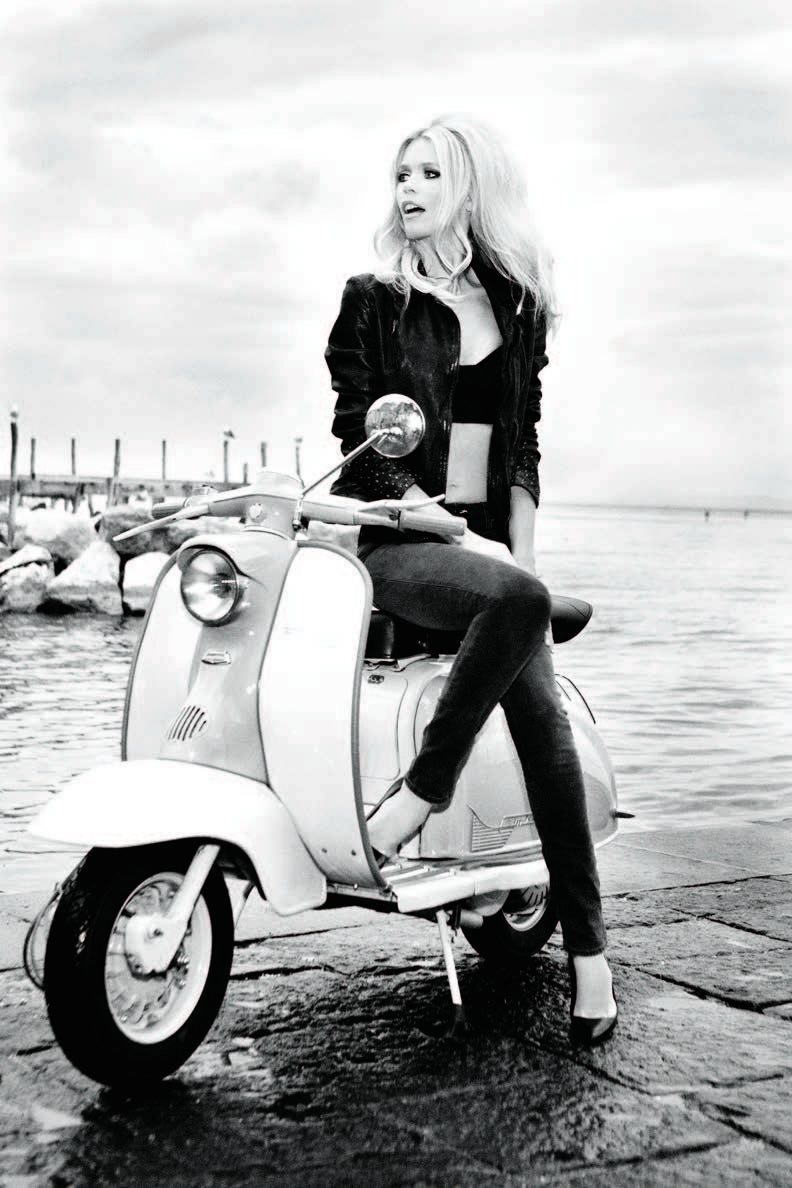 Claudia Schiffer Fronts Guess' 30th Anniversary Campaign by Ellen von Unwerth