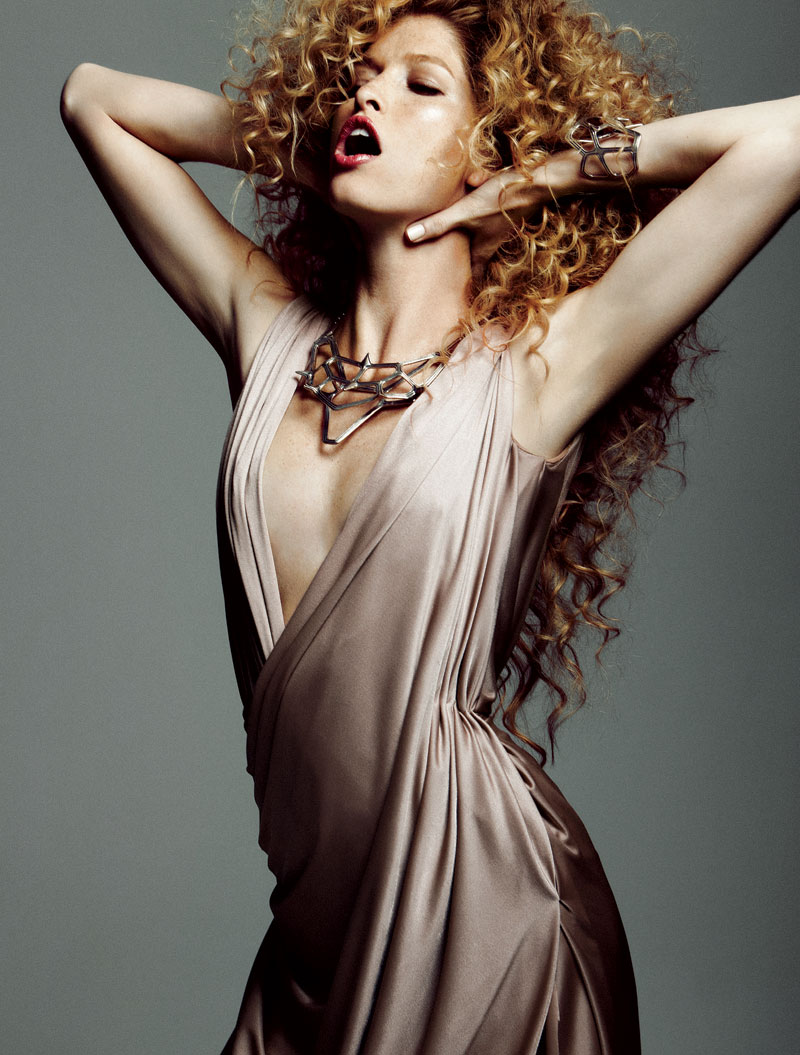Heide Lindgren Wears Wild Curls for Elle Mexico, Shot by Santiago Ruiseñor