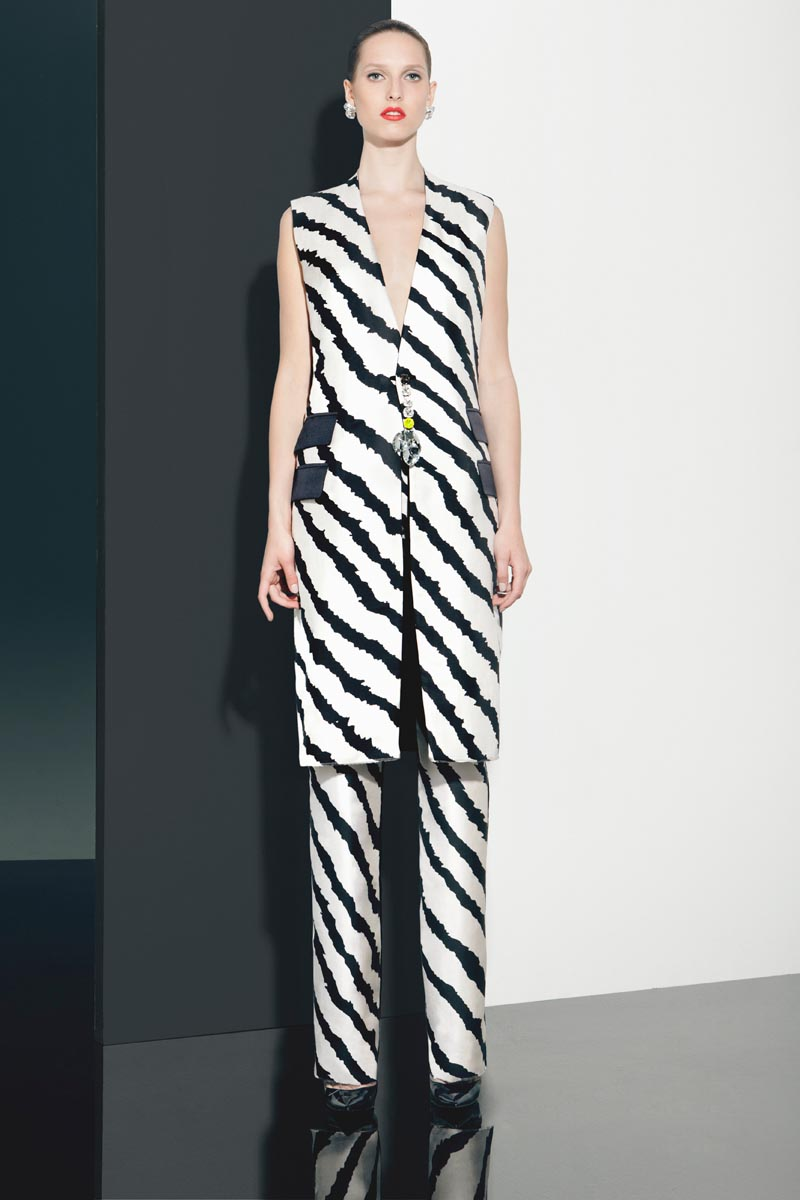Peet Dullaert's Spring 2013 Collection Features Bold Prints and Aristocratic Style