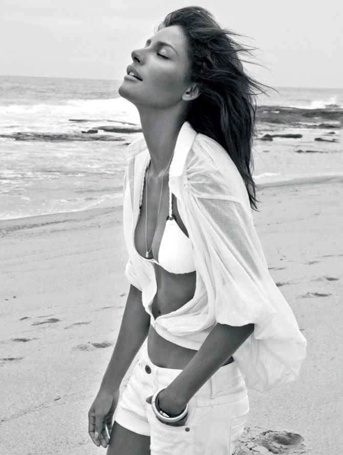 Emanuela de Paula for Vogue Brazil January 2011 by Jacques Dequeker