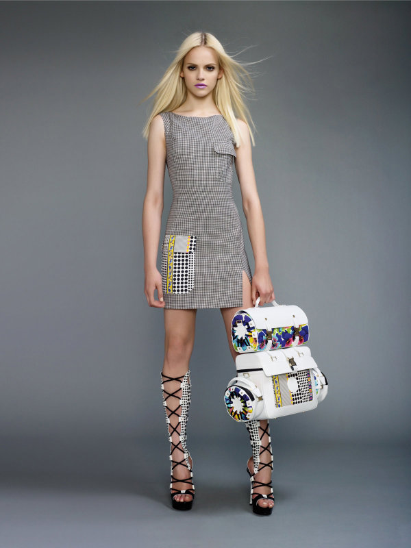 Versace Spring/Summer 2011: Ginta Lapina & Daphne Groeneveld