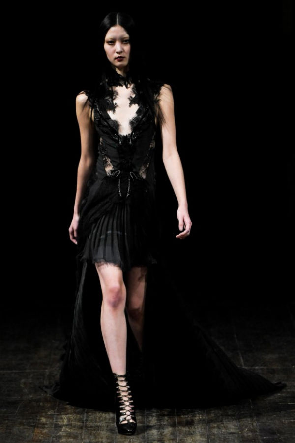 Julien Macdonald Fall 2011 | London Fashion Week