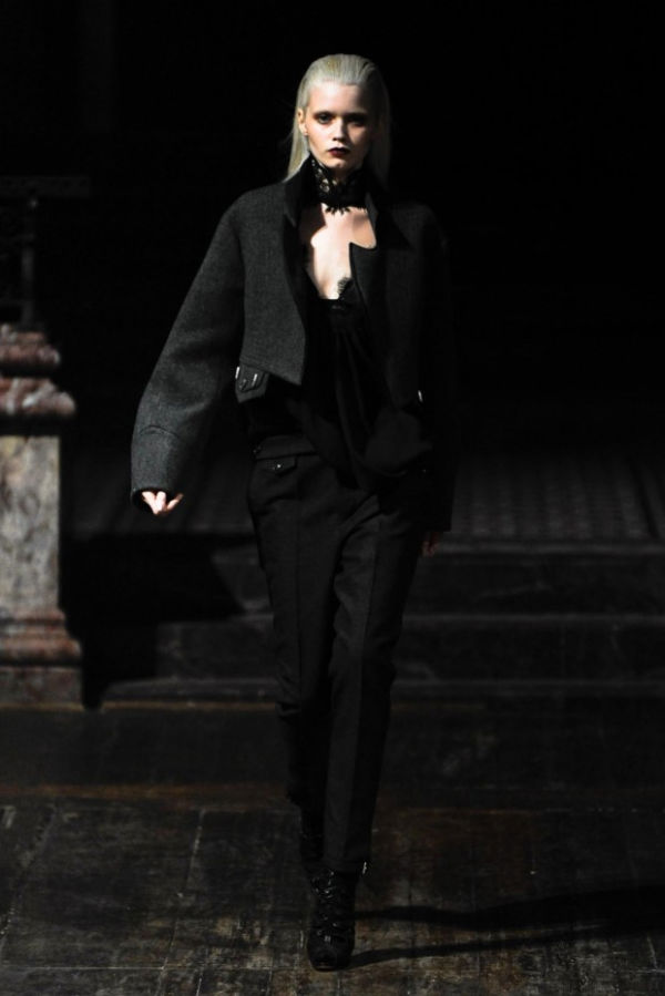 Julien Macdonald Fall 2011   London Fashion Week