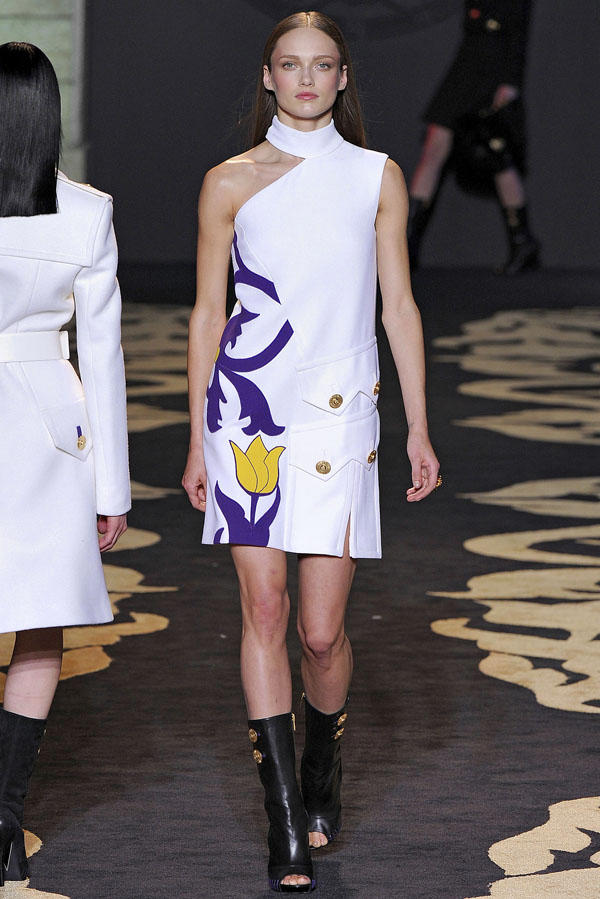 Versace Fall 2011 | Milan Fashion Week