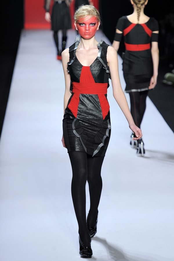 Viktor & Rolf Fall 2011 | Paris Fashion Week