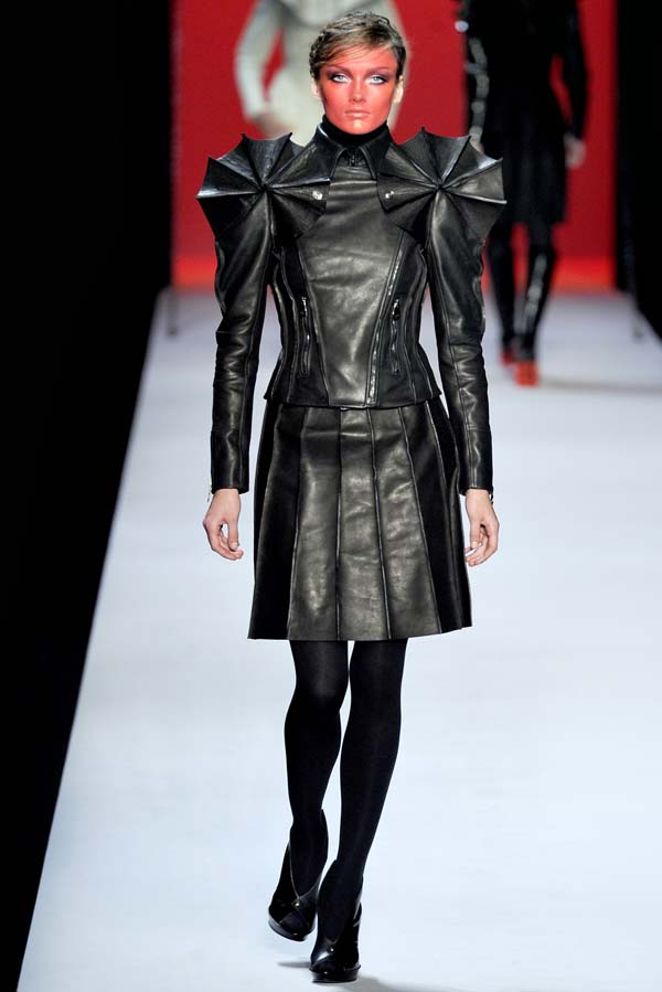 Viktor & Rolf Fall 2011 | Paris Fashion Week
