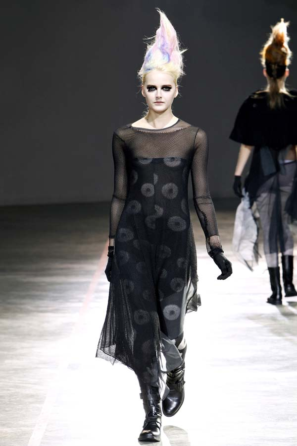 Yohji Yamamoto Fall 2011 | Paris Fashion Week