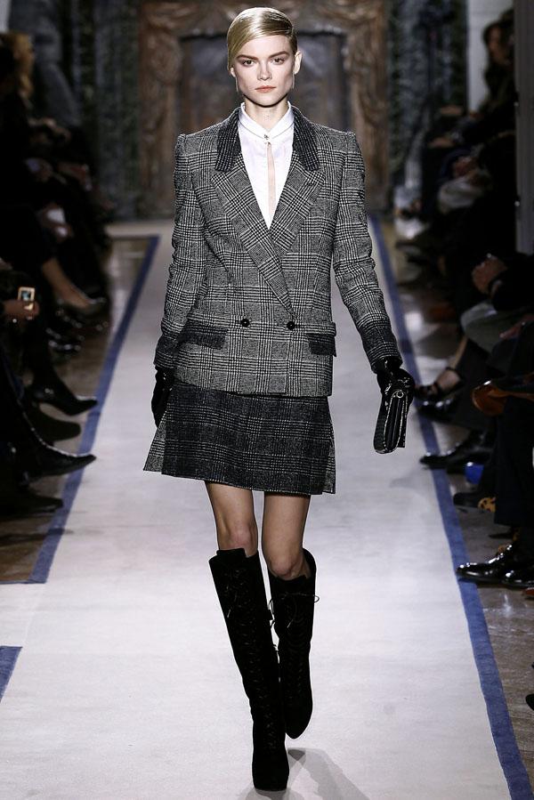 Yves Saint Laurent Fall 2011   Paris Fashion Week