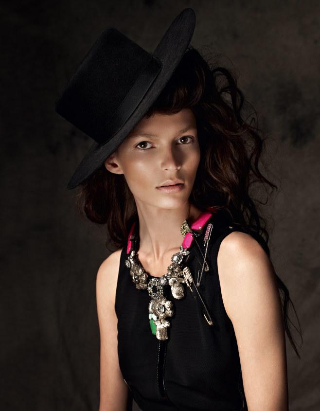Emilia Nawarecka by Marcin Tyszka for Glamour Poland October 2011