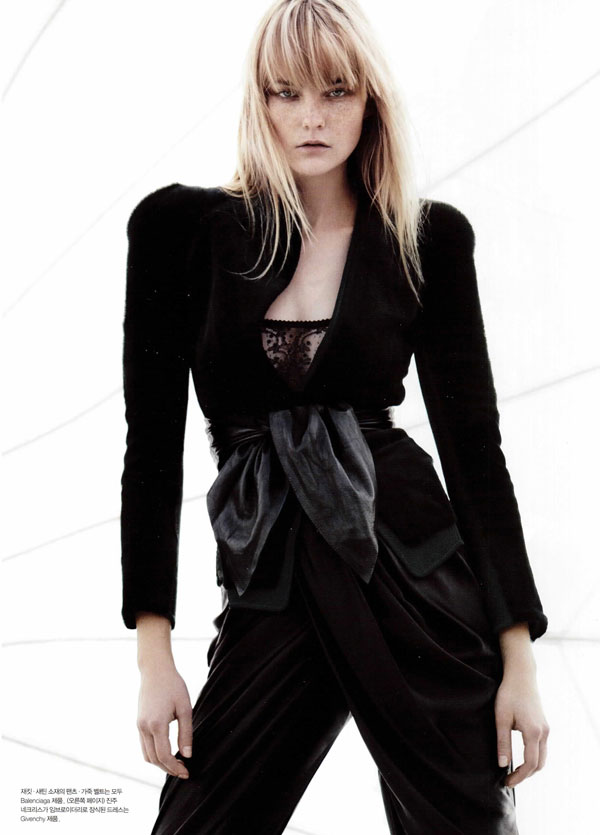 Noir | Caroline Trentini by Liz Collins for Numéro Korea #16