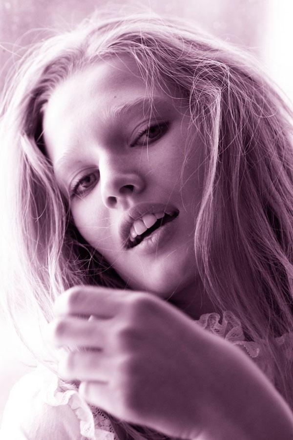 Morning Beauty | Toni Garrn by Mario Testino