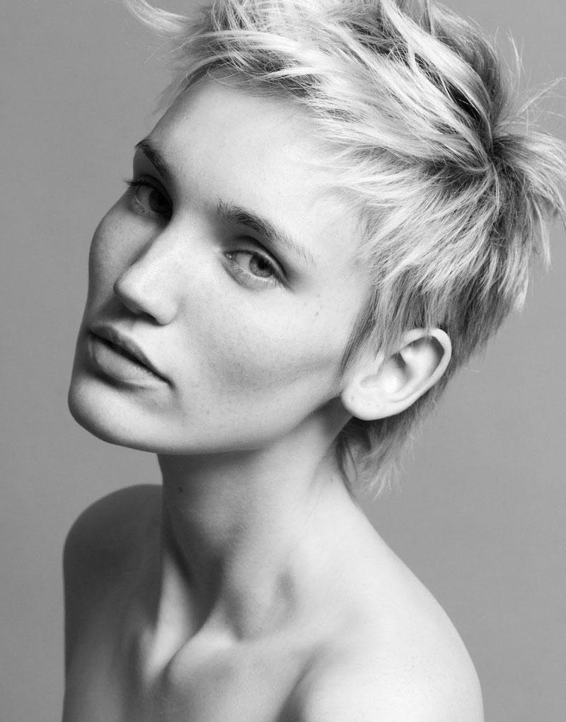Portrait  | Nina Aurora by Gilbert François